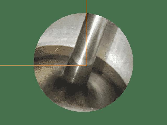 Motorreinigung mit Walnuss-Strahlen